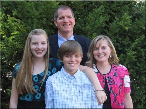 Dr. Lee Baucom and his family
